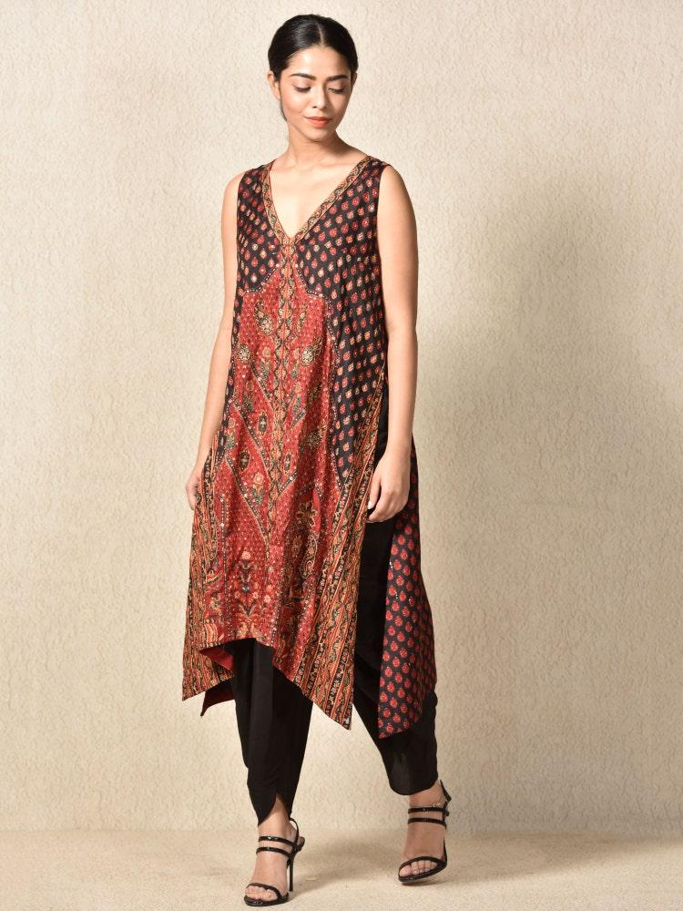 Burgundy & Black Hp4 Kashida Embroidered Kurta With Dhoti Pants